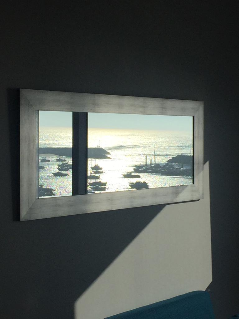 Reflet de l'océan dans le miroir